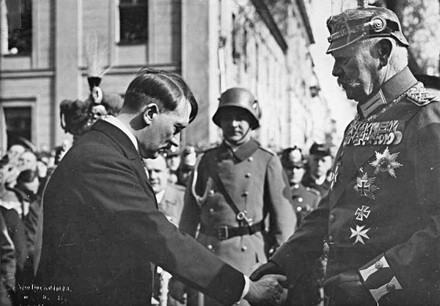 Kanclerz Adolf Hitleri prezydent Paul von Hindenburg, 1933