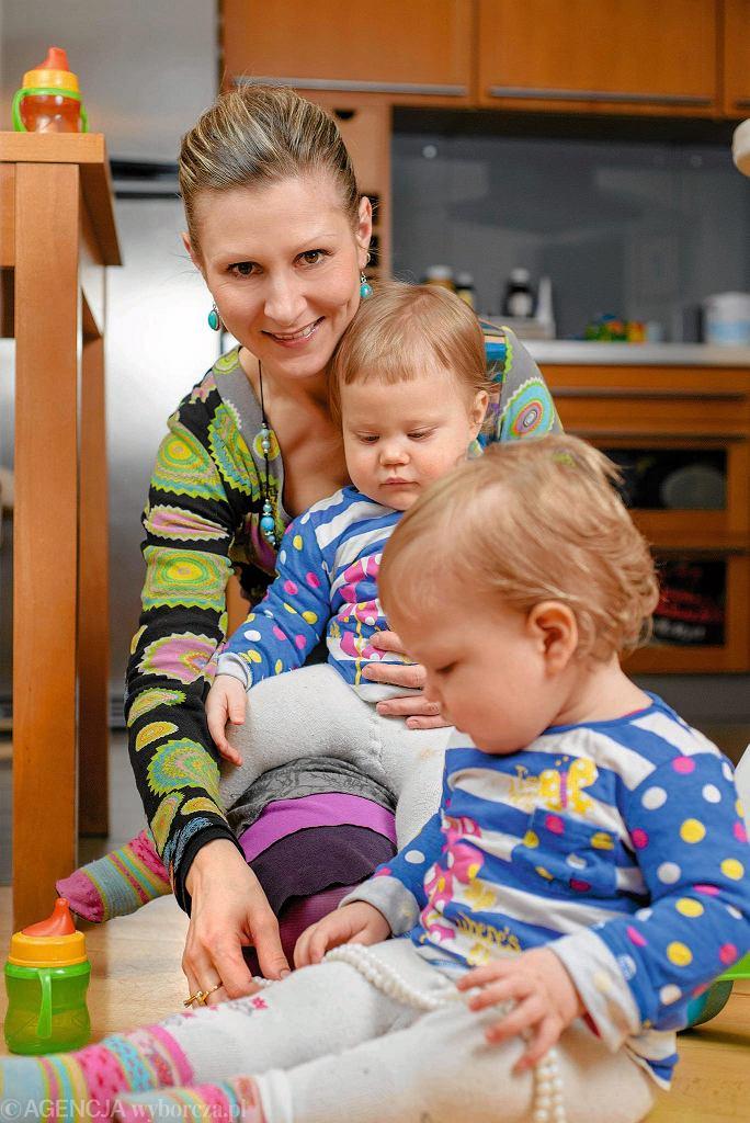 Milena Naworska, mama rocznych bliźniaczek Antoniny i Nataszy.