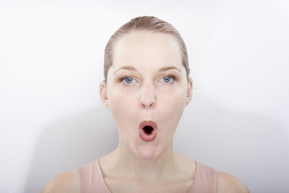 Facefitness składa się z ćwiczeń wzmacniających wszystkie grupy mięśni twarzy