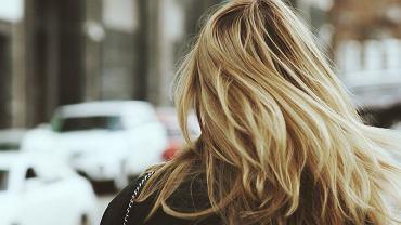 Modne fryzury 2020 damskie półdługie