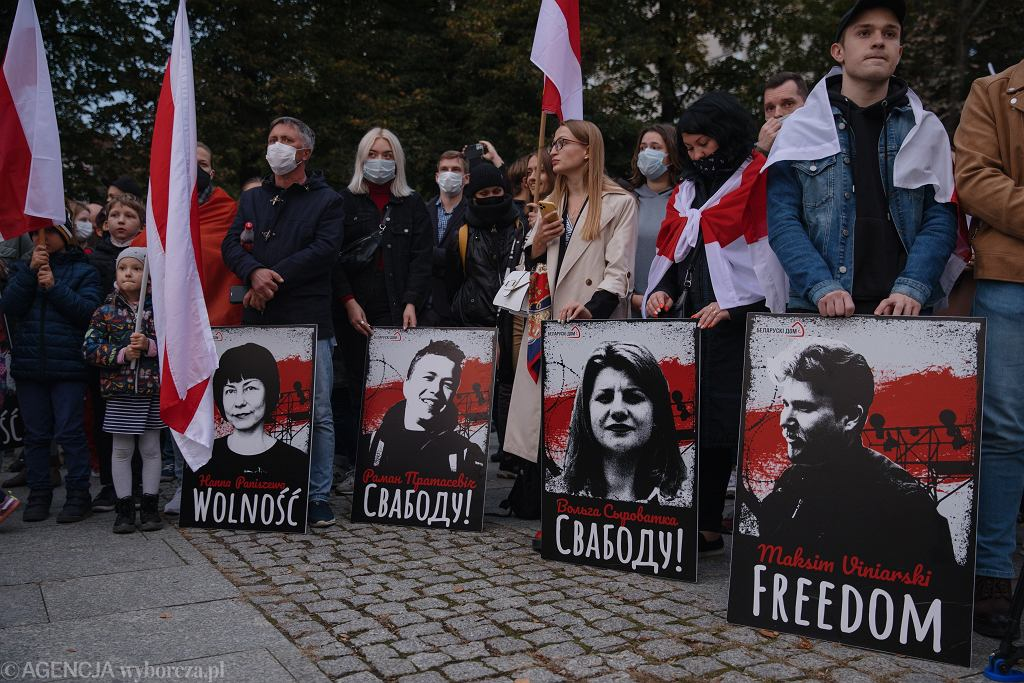 Protest białoruskiej diaspory w Polsce przeciwko przeciwko przetrzymywaniu więźniów politycznych w więzieniach przez prezydenta Łukaszenkę, 6 października 2021 r.
