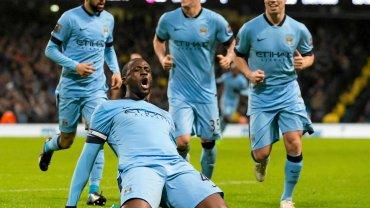 Yaya Toure cieszy się z gola