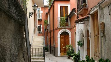 Kolejne włoskie miasteczko wystawiło na sprzedaż dom za 1 euro