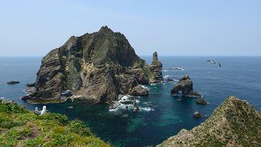 Wyspy Dokdo leżą w połowie drogi między Japonią i Koreą Południową.