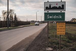 """W """"strefach wolnych od LGBT"""" mieszka już 30 proc. Polaków. Ale oburzenie wywołują tabliczki, nie homofobia"""
