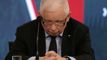 Jarosław Kaczyński podczas wtorkowej konferencji prasowej z ministrem obrony Mariuszem Błaszczakiem