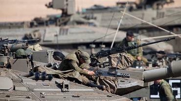 Izraelscy żołnierze niedaleko Strefy Gazy