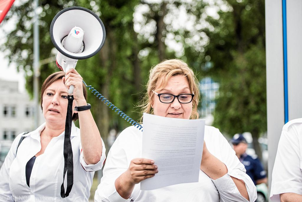 Demonstracja pracownikow LOT-u, Monika Żelazik w środku. Warszaw, czerwiec 2018