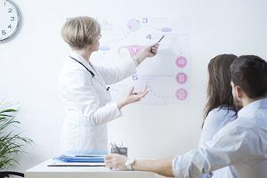 In vitro z komórkami jajowymi od dawczyni - jak przebiega leczenie?