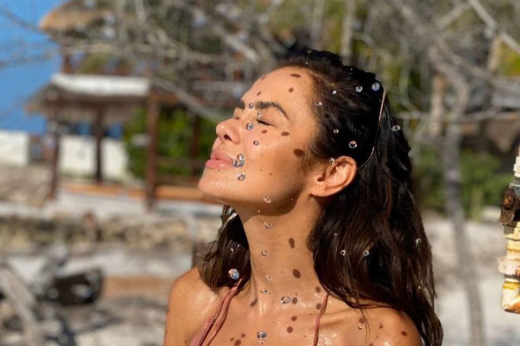 Natalia Siwiec prezentuje umięśniony brzuch pod prysznicem