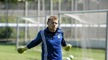 Pierwszy trening Arki Gdynia pod wodzą Piotra Rzepki. Na zdjęciu Michał Szromnik