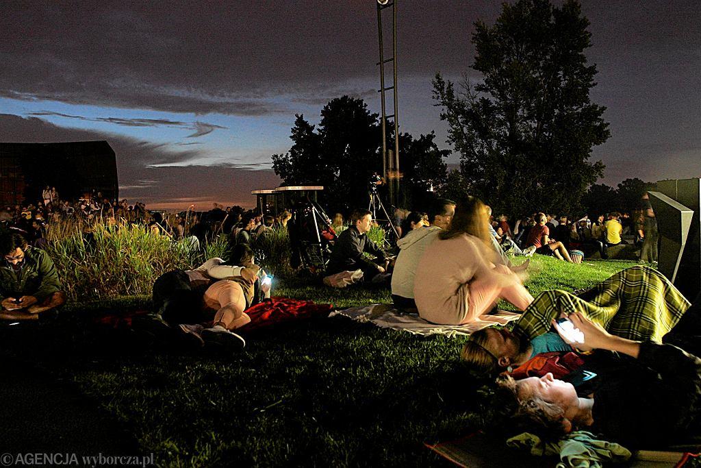 Perseidy. Obserwowanie spadających gwiazd w parku przy Centrum Nauki Kopernik