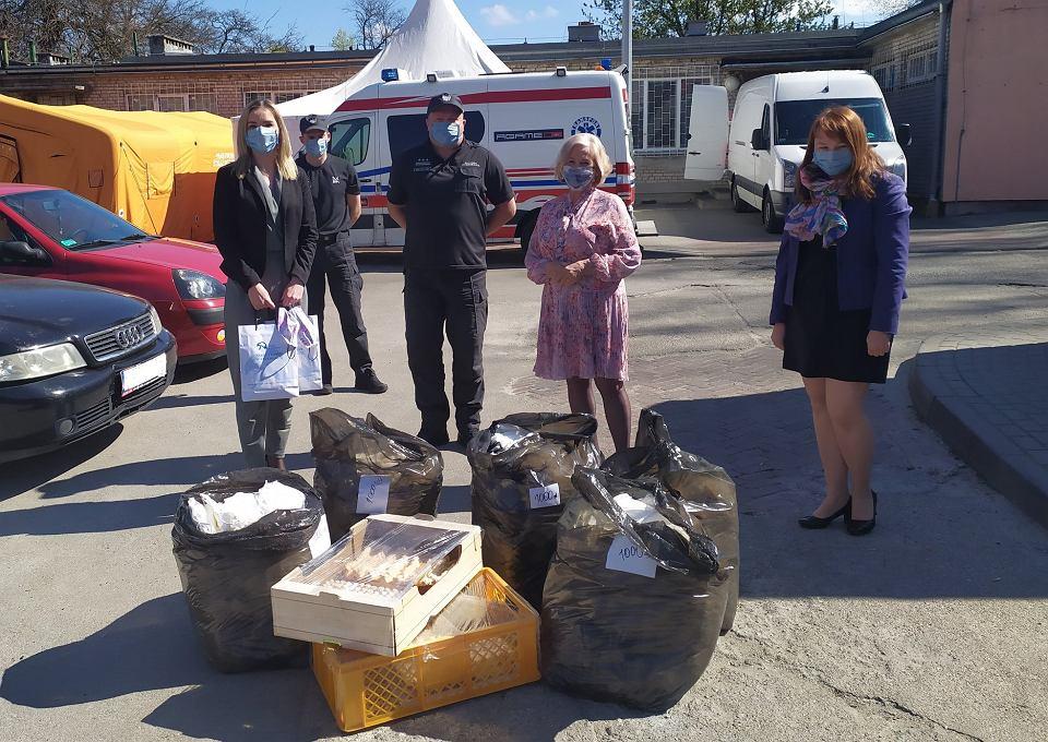 Koronawirus. Kolejne maseczki uszyte przez więźniów dotarły do zielonogórskiego szpitala