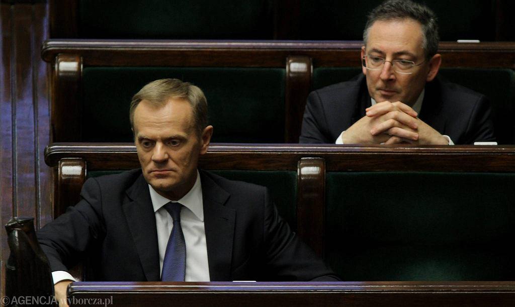 Premier Donald Tusk i szef MSW Bartłomiej Sienkiewicz w Sejmie podczas debaty o aferze podsłuchowej