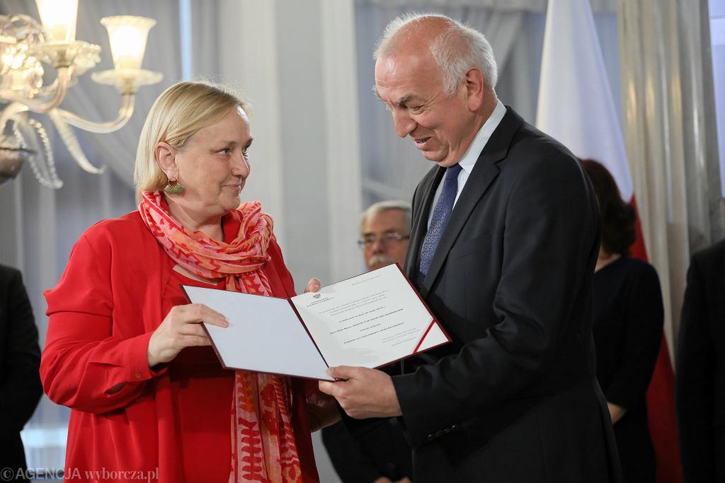 Róża Thun odbiera zaświadczenie o wyborze do PE