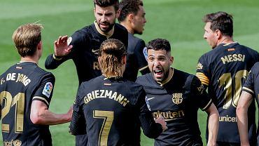 Media: Laporta chce się pozbyć grających legend FC Barcelony. Szuka oszczędności