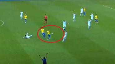 Fantastyczna akcja Daniego Alvesa w meczu Brazylia - Argentyna na Copa America