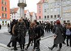 Czarny protest we Wrocławiu. Milczący strajk licealistów na Rynku