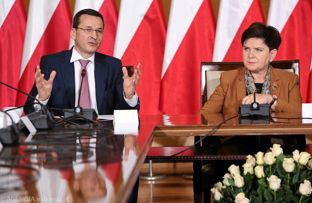 Premier Beata Szydło i wicepremier i minister rozwoju Mateusz Morawiecki. Pierwsze posiedzenie Komitetu Ekonomicznego