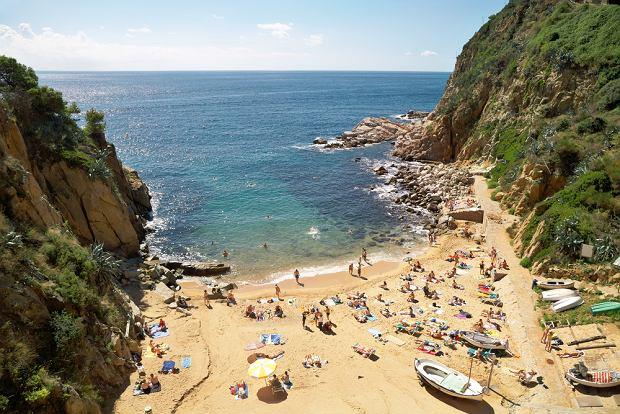 Hiszpania wakacje. Plaża w pobliżu Tossa de Mar/fot.shutterstock