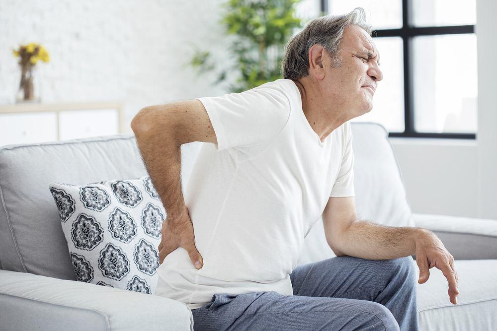 Ból korzonków, zwany zapaleniem korzonków lub rwą kulszową jest schorzeniem zaliczanym do tzw. zespołów korzeniowych. Mowa tu o chorobach korzonków, czyli włókien nerwowych wchodzących w skład rdzenia kręgowego.