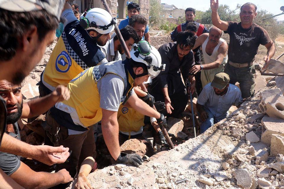SBiałe Hełmy podczas akcji ratunkowej w Kfar Rouma w prowincji Idlib, 22 lipca 2019 r.