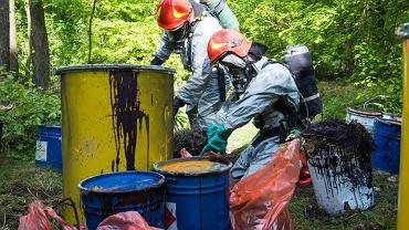 31 maja w lesie w miejscowości Buszkowo znaleziono beczki.
