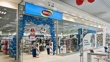 Pepco sprzedaje modne klapki za 15 zł. Podobne znajdziecie również w Lidlu. To hit wśród kobiet (zdjęcie ilustracyjne)