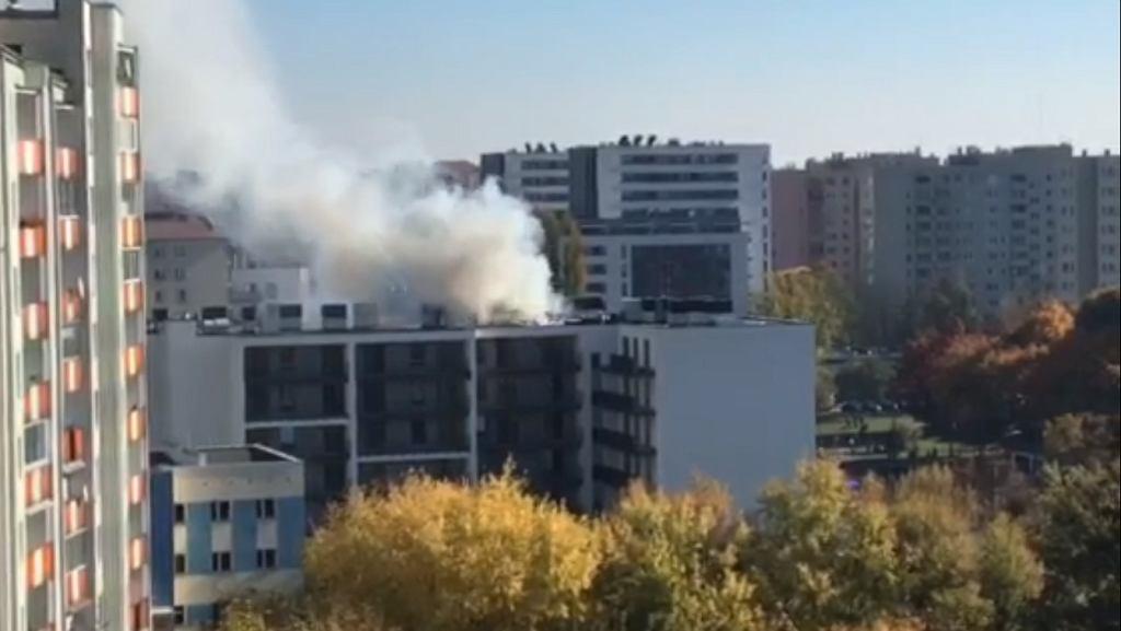 Pożar nowego bloku mieszkalnego na Bemowie