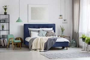 Łóżko z zagłówkiem tapicerowanym [PRZEGLĄD]