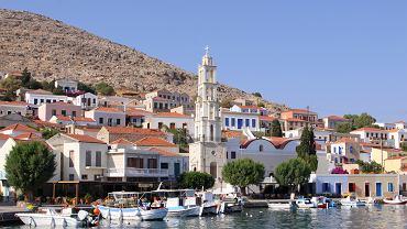 Rodos wycieczki. Wyspa Chalki, Grecja / Shutterstock