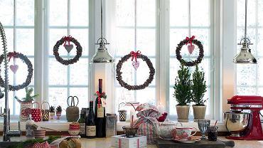 Wystrój świąteczny mieszkania pozwala stworzyć wyjątkowy klimat we wnętrzach.