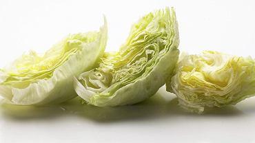 Naukowcy podkreślają, że sałata (także ta pakowana) jest ważnym elementem zdrowej diety, ale jednocześnie twierdzą, że - zwłaszcza ta szatkowana - jest drugim najbardziej powszechnym źródłem zatruć pokarmowych odpowiedzialnych za wiele zakażeń salmonellą i E. coli w Stanach Zjednoczonych i Europie