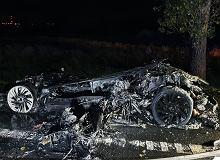 Nie wiemy, jak gasić samochody elektryczne. Polskiej straży pożarnej brakuje sprzętu