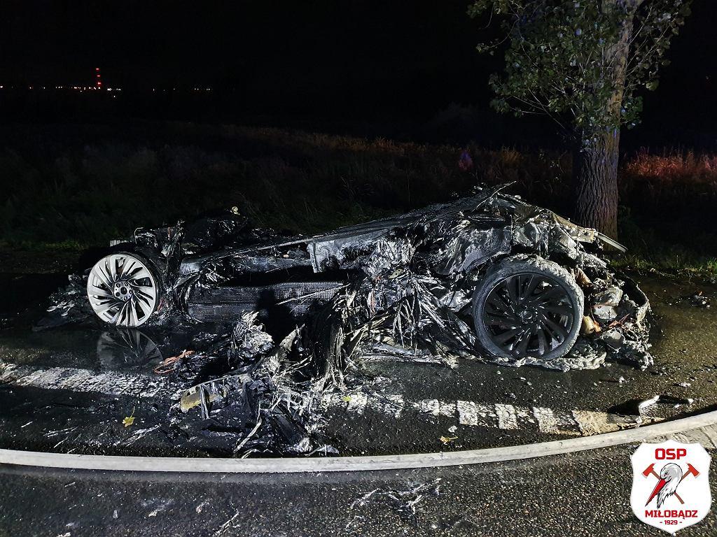 Spalony samochód elektryczny