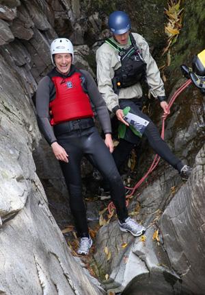 Mój pierwszy raz: kanioning, sport, mój pierwszy raz, Musisz dobrze wycelować swój skok - zapowiada Pete