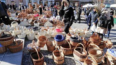 Jarmark Wielkanocny pod Ratuszem w tym roku miał się odbyć w niedzielę 29 marca. Z powodu zagrożenia koronawirusem został odwołany