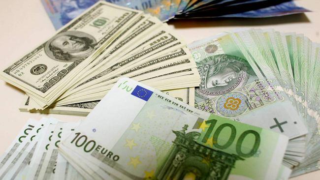 Kursy walut 16.10 o godz. 7. Euro, dolar i frank stabilnie, drożeje funt [kurs dolara, funta, euro, franka]