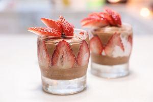 Desery w pucharkach - sposób na pyszne i kolorowe przekąski. Ucieszą i podniebienie, i oko