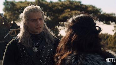 Henry Cavill jako Wiedźmin Geralt i Anya Chalotra jako Yennefer w serialu 'Wiedźmin'