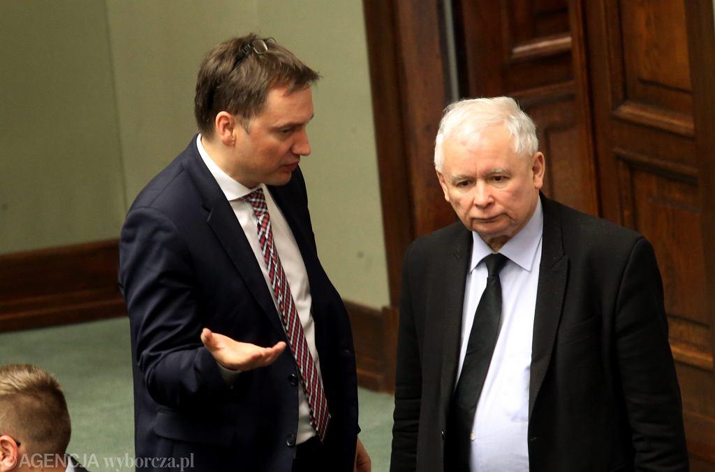 Prezes Jarosław Kaczyński i jego koalicjant, minister sprawiedliwości w rządzie PiS Zbigniew Ziobro podczas posiedzenia Sejmu. Warszawa, 20 maja 2016