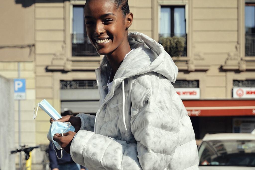 Piękna biała kurtka, fashion week