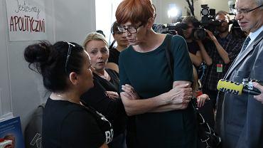 24 dzień protestu niepełnosprawnych w Sejmie. Minister Rafalska rozmawia z demonstrantami. Warszawa, 11 maja 2018