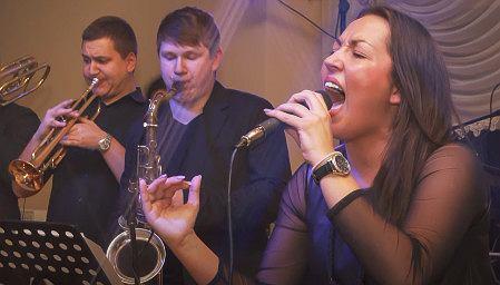 Katarzyna Żurawik z zespołem