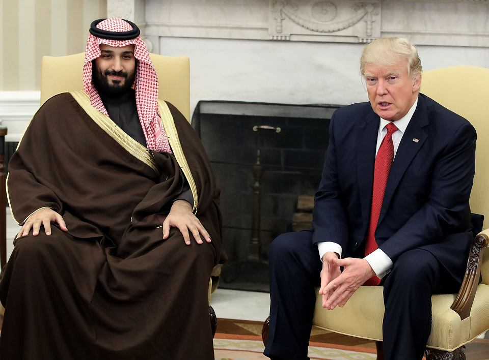 Faktyczny władca Arabii Saudyjskiej książę Muhammed bin Salman podczas spotkanie z prezydentem USA Donaldem Trumpem w Gabinecie Owalnym, Waszyngton, 14 marca 2017 t.