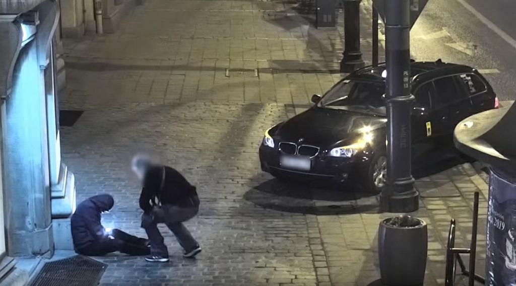 Taksówkarz, który okradł pijanego