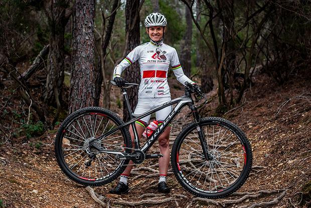 Maja Włoszczowska z rowerem Kross Level B+
