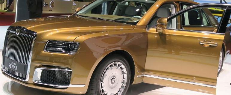 Władimir Putin na spotkanie z prezydentem USA przyjechał swoim autem. Rosyjskim aurusem