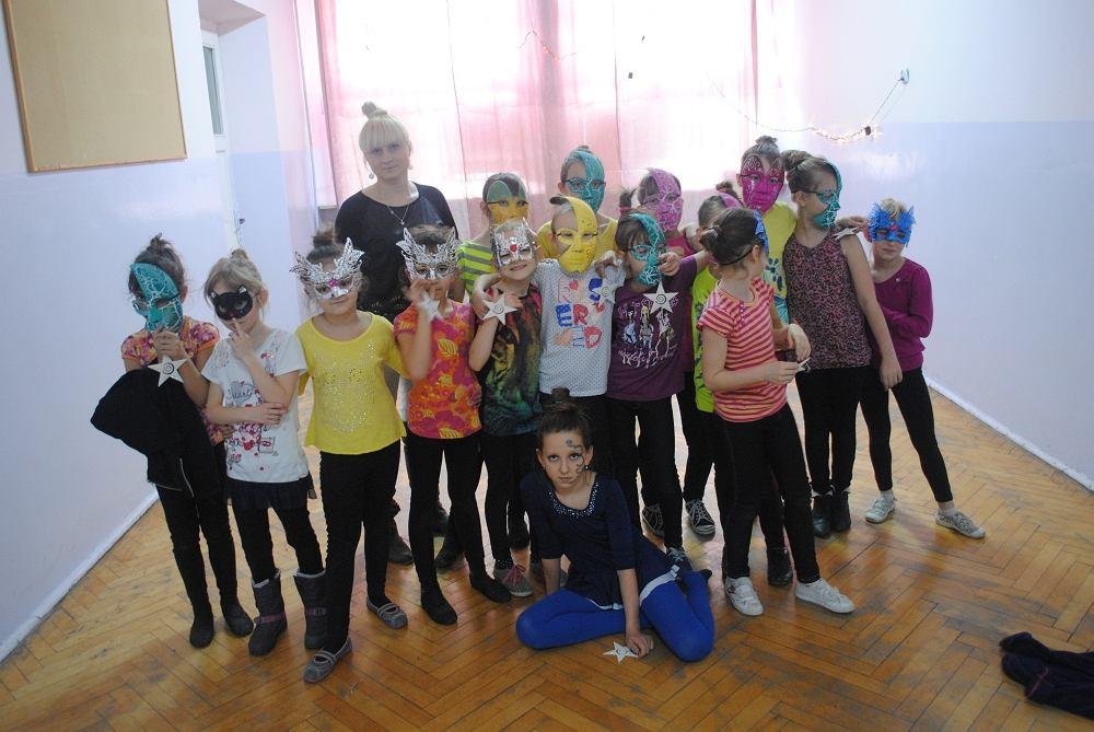 Edyta Rymowicz z uczniami