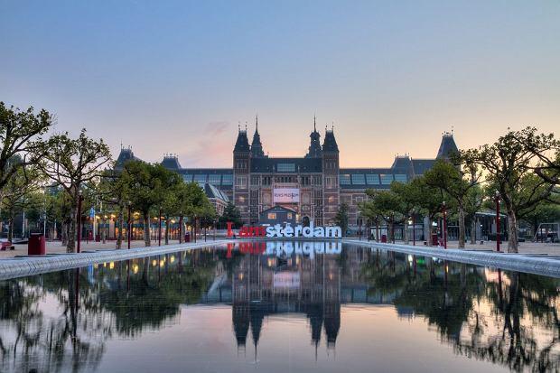 Amsterdam - Rijksmuseum / shutterstock